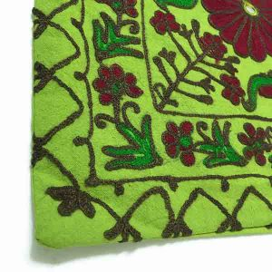 کاور کوسن دست دوز هوناری هندی طرح چهار گل : زمينه سبز