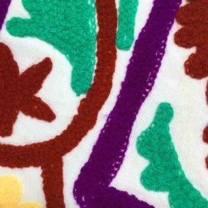 کاور کوسن دست دوز سوزنی هندی طرح نيلوفر : زمينه سفيد